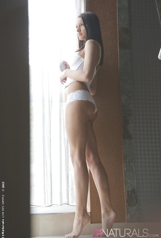 Felicia Kiss - Kiss of the Sun - 21Naturals