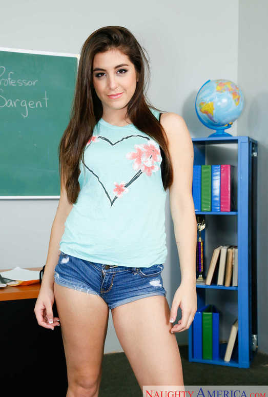 Good teen babe Natalie Monroe takes everything off except for glasses  572478