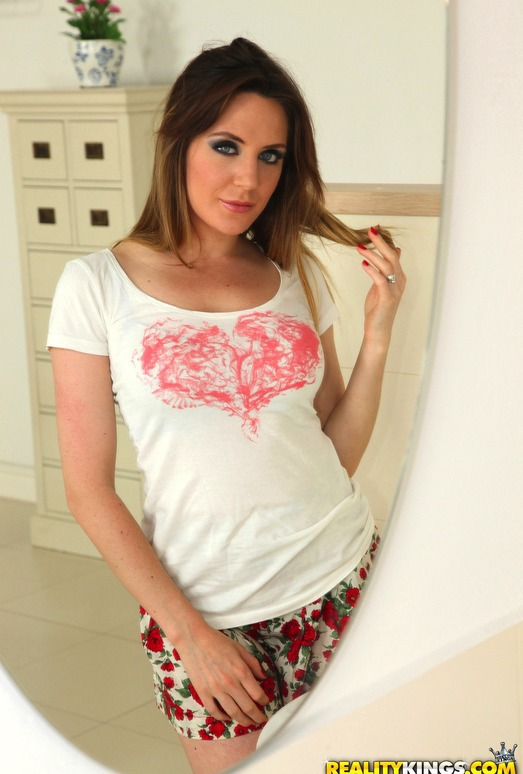 Samantha Bentley - Frilly Bush - Hot Bush