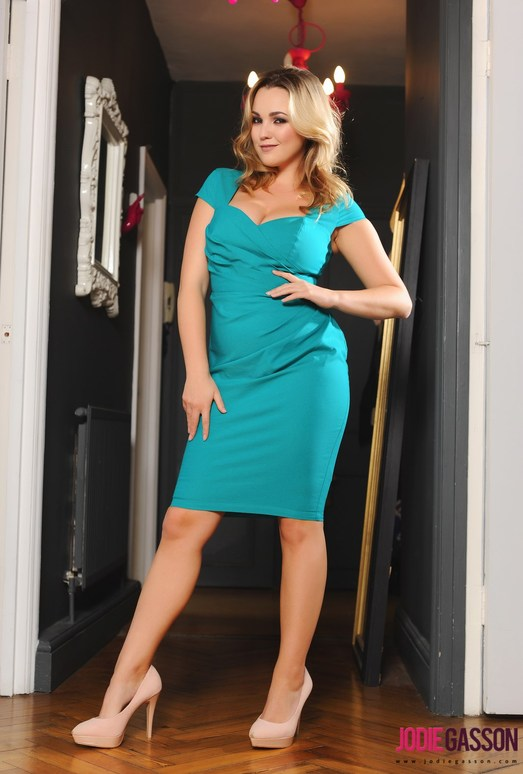 Jodie strips out of her aqua green dress