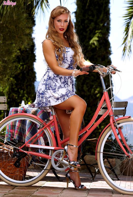 Nicole Aniston - Luscious Nicole