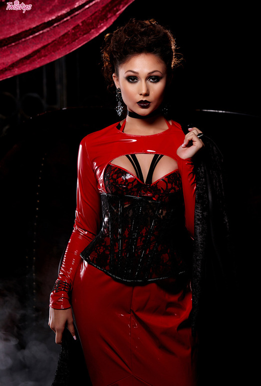 Ariana Marie - Sexy Vampire