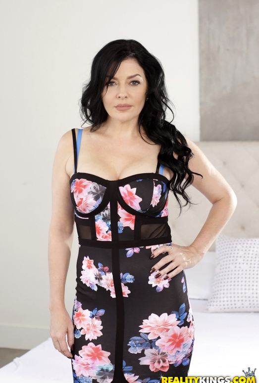 Natalie Lovenz - Good Lovenz - MILF Hunter