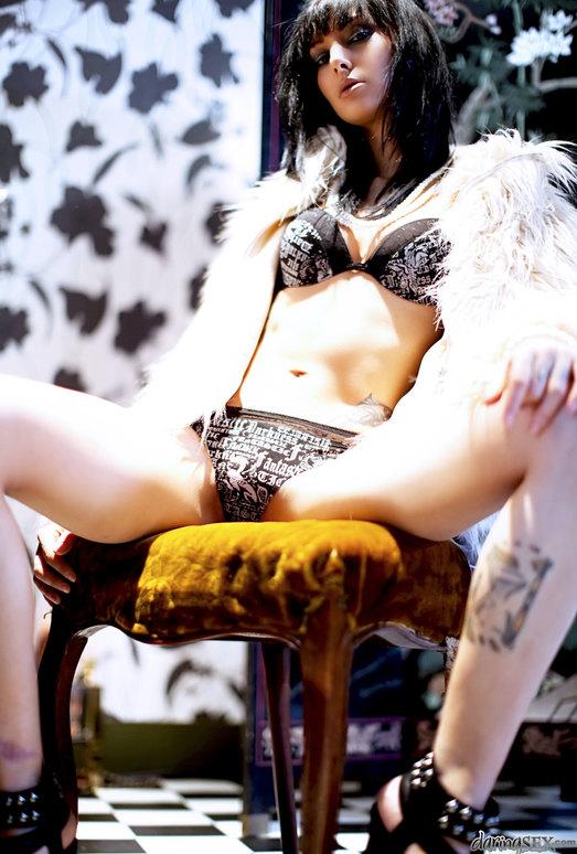 Rachel Evans, Kamil Klein - A Leg Fantasy