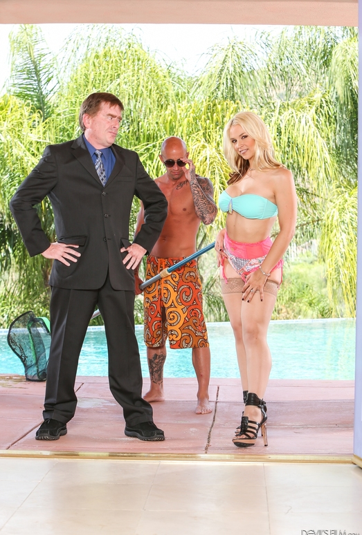 Sarah Vandella - Seduced By The Boss's Wife