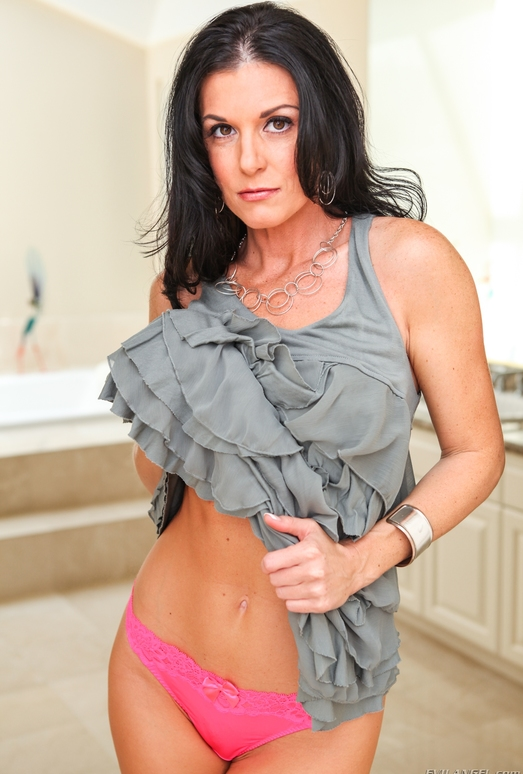 India Summer, Darla Crane - MILF Angels