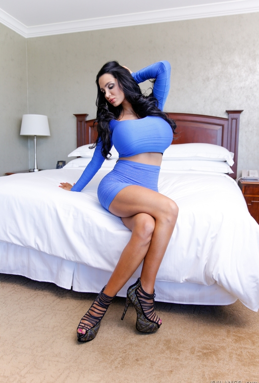 Amy Anderssen - Raw #17