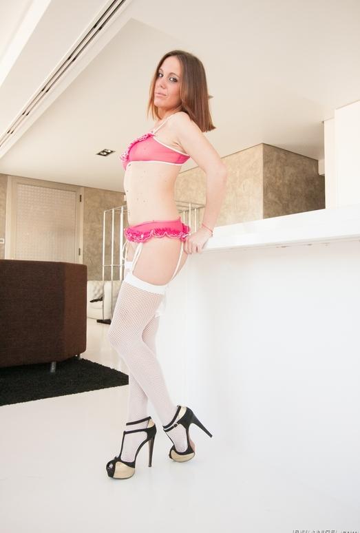 Sara Horny - Room Service