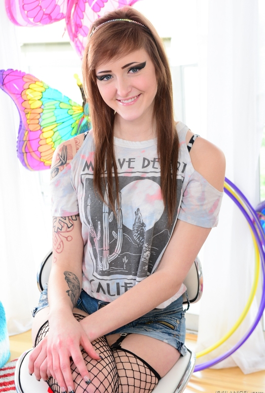 Kylie Cyrus - The TEEN-Aholics