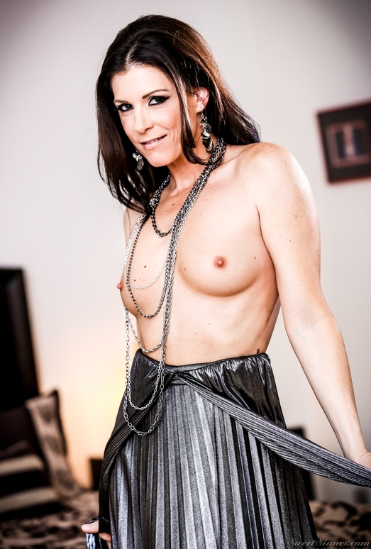 India Summer, Lily Carter - The Swinger