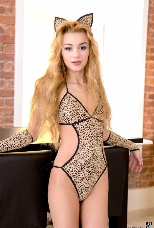 Sonya Sweet - Kitty-Cat Sweetie - 21Sextury