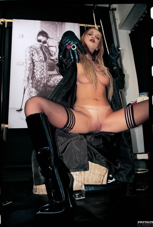 Latex Queen Claudia Claire Gets Cum Covered