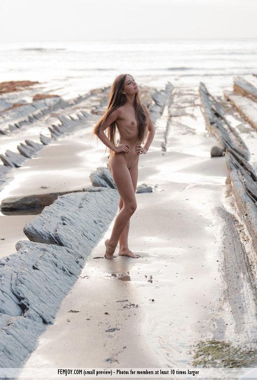 Naked - Lorena G.