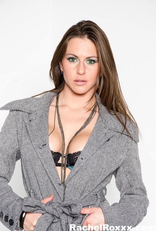 Sexy Rachel Roxxx gets nude and spreads