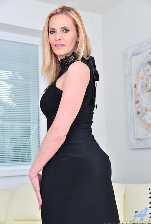 Lili Peterson - Gorgeous Blonde