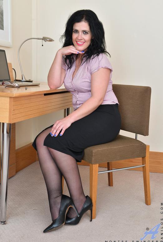 Montse Swinger - Sexy Business Lady