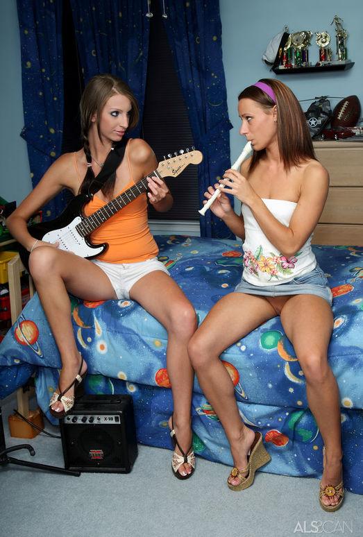 Austin Reines, Layla Parker - Musical Mistresses - ALS Scan