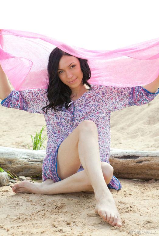 Presenting Anja B - Erotic Beauty