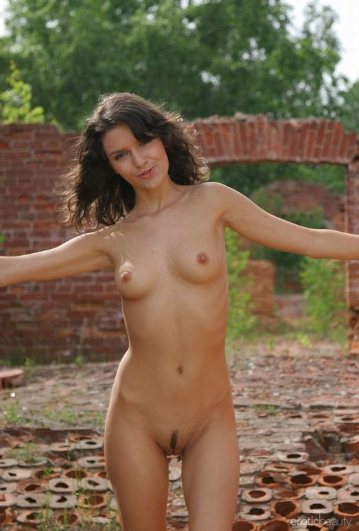 Roza A - The Ruin 1 - Erotic Beauty