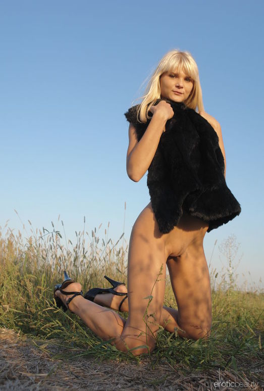 Alicia A - Big Sky Country - Erotic Beauty