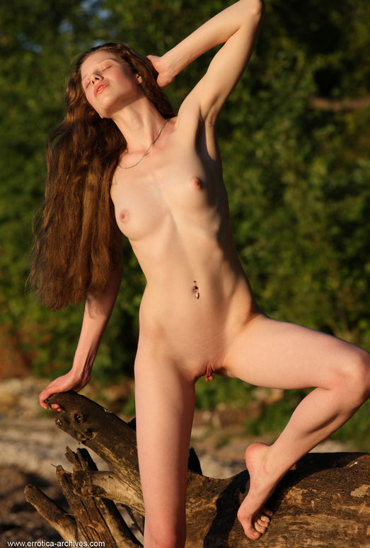 Nicole K - Puesta - Errotica Archives