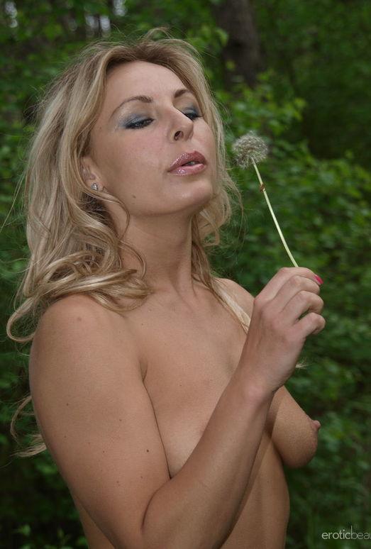 Presenting Laura J 1 - Erotic Beauty