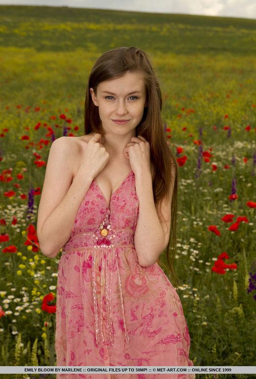 Emily Bloom - Grimas - MetArt