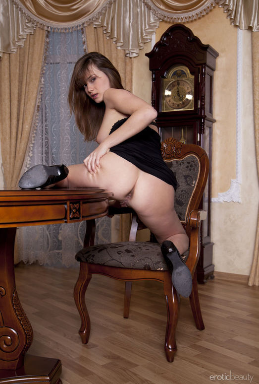 Mariara - In The Parlor 2 - Erotic Beauty