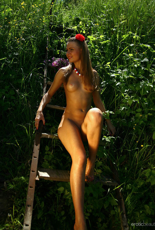 Nida - Sweat Outdoors - Erotic Beauty
