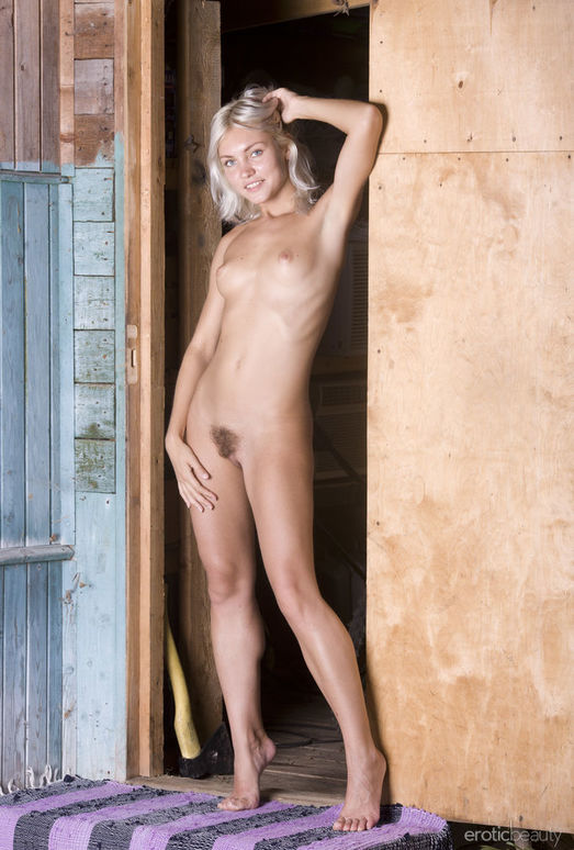 Kristy - The Front Door 1 - Erotic Beauty