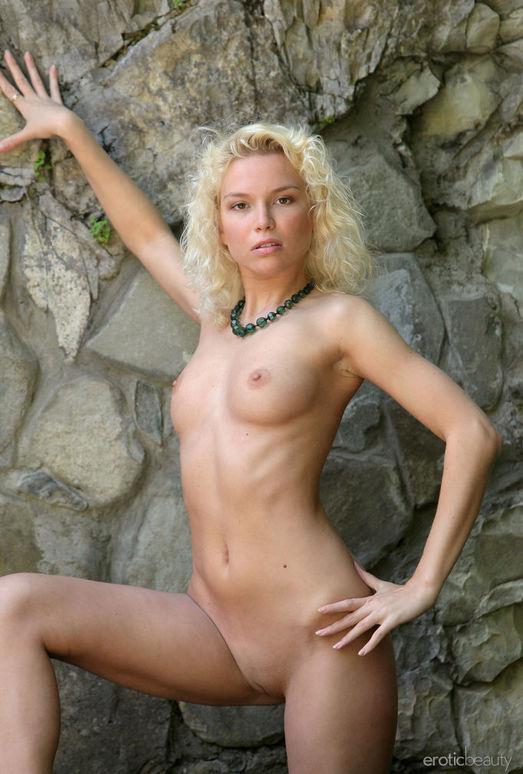 Liza I - The Stone Wall 2 - Erotic Beauty