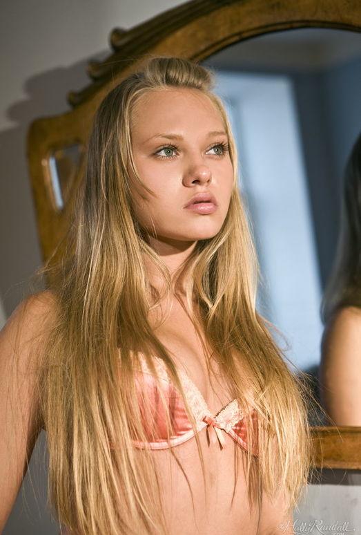 Willa - Blonde Beauty - Holly Randall