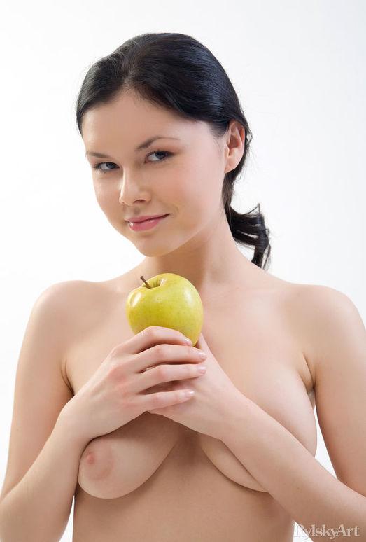 Gia - Apfel - Rylsky Art