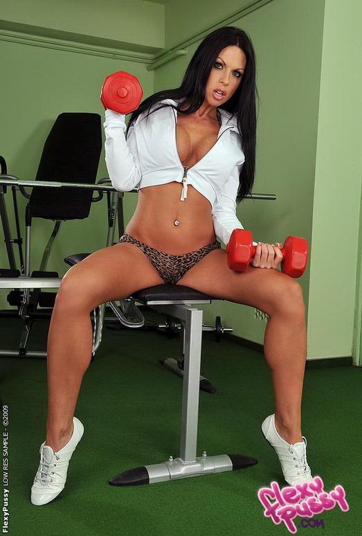 Sonya - Flexy Pussy