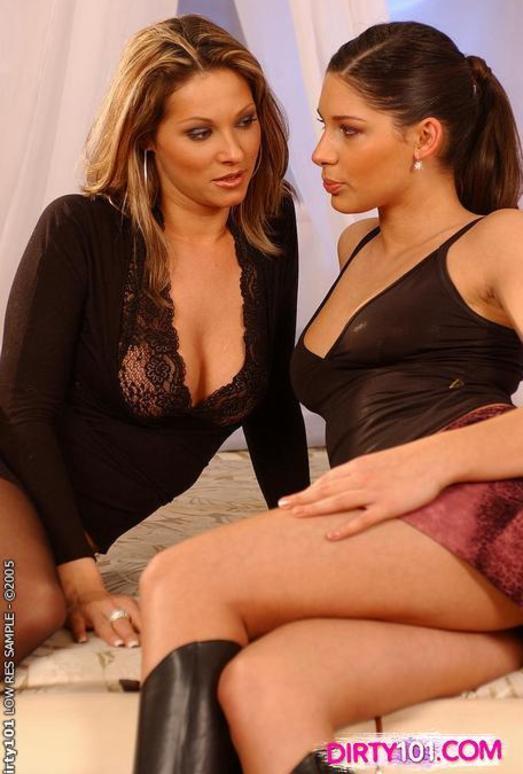 Caroline Cage & Zafira Lez Action