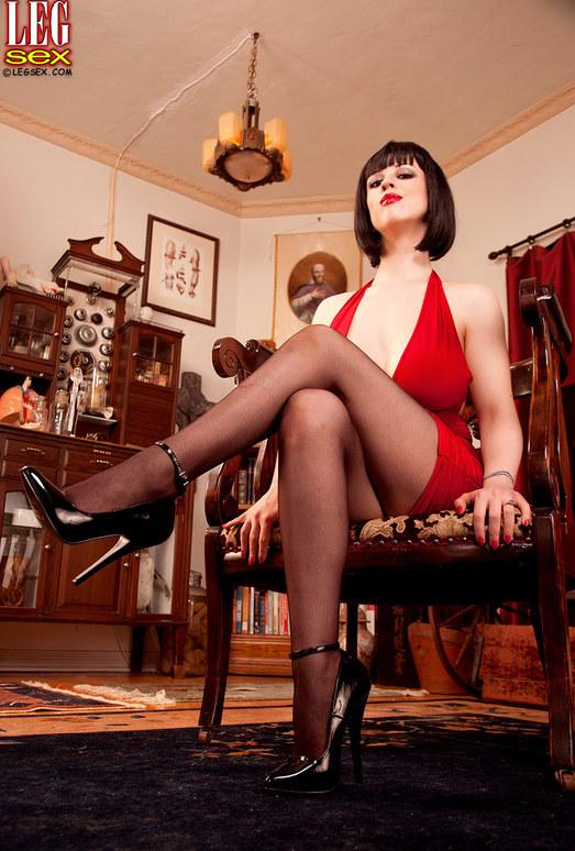 Larkin Love - Domme Dame - Leg Sex