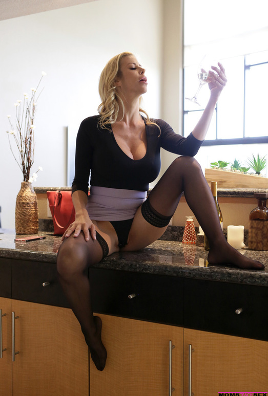 Alexis Fawx - Let Mommy Help You - Moms Teach Sex
