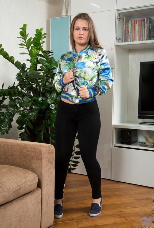 Silvia Burton - Pretty Pussy - Nubiles