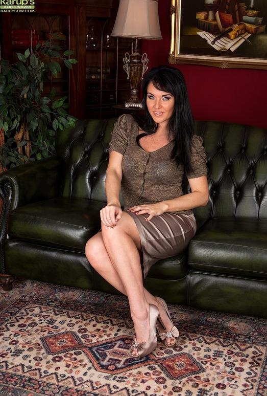 Curvy mature babe Danielle Leah Raven spread on the sofa