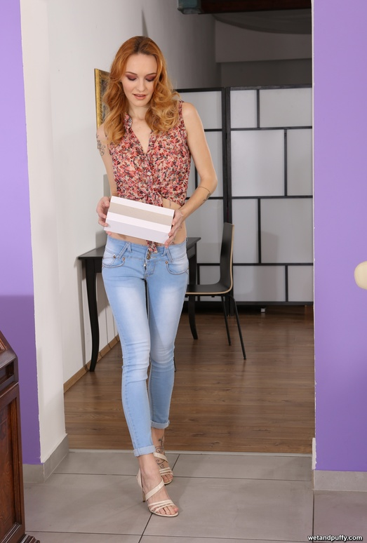 Redhead babe Belle Claire toys her puffy pussy