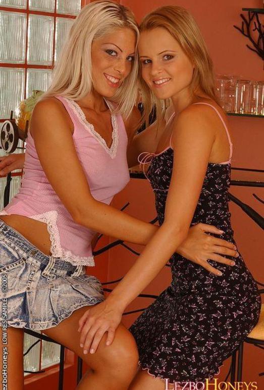 Dirty Lesbians Jo & Roxy - Lezbo Honeys