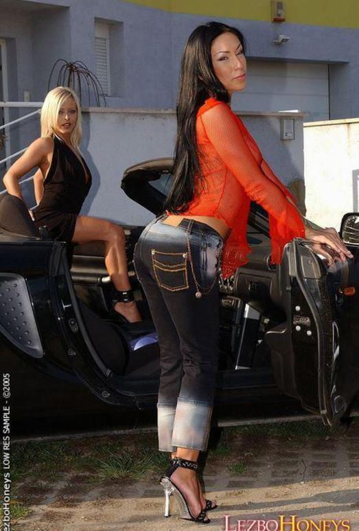 Horny Lesbians Dana & Mya Diamond - Lezbo Honeys