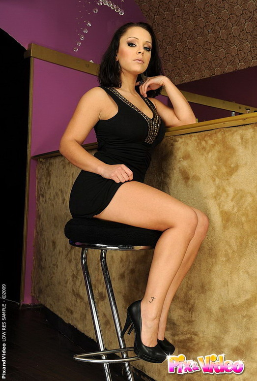 Liza Del Sierra - Pix and Video