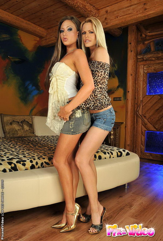 Lesbian Sex with Wivien & Natalia Forrest