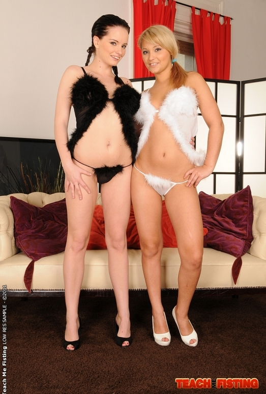 Sheala Brill & Lana S Girl on Girl Fisting