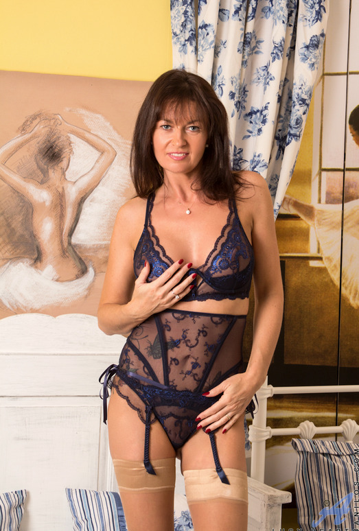 Lucy Heart - Big Breasted Mature