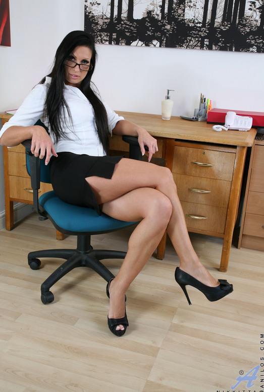 Nikkitta - Sexy Mature Woman