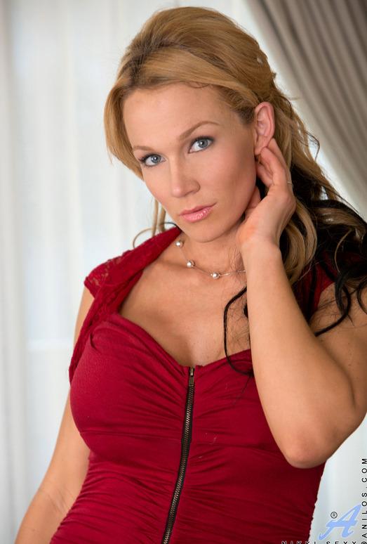 Nikki Sexx - Busty Mature - Anilos