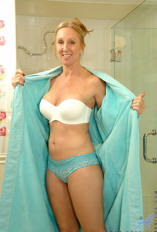 Jenna Covelli - Toys In Her Shower
