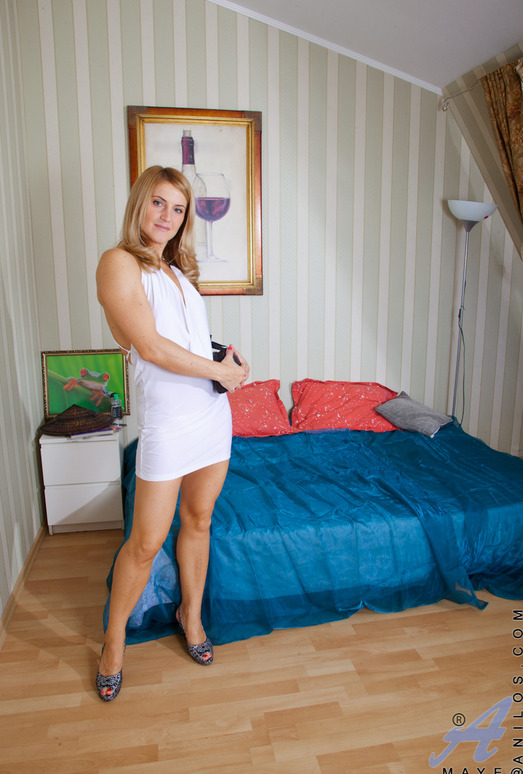 Maye - Bedroom Spread - Anilos